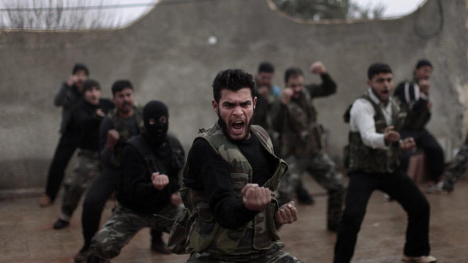Jak trénují syrští rebelové