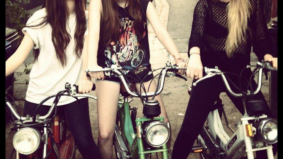 Sesterské trio Haim vydá své první album teprve v roce 2013.