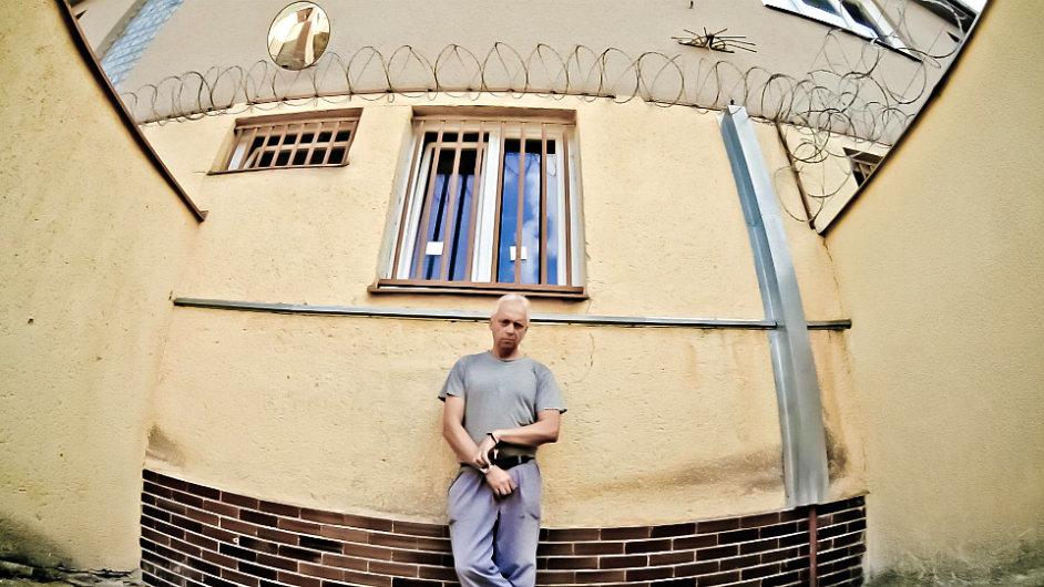 Vězení umění se nespokojuje jen s koketováním s mediálně vděčným tématem