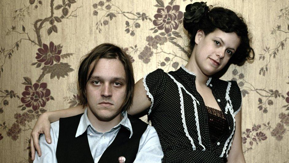 V čele Arcade Fire stojí manželé Win Butler a Régine Chasagne.