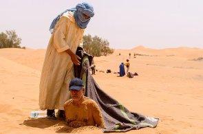 Maročtí berberové nasadili další turistickou atrakci. Písečné koupele