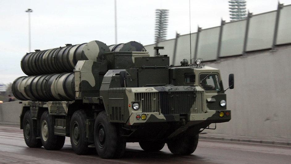 Rusko poptává stovky nových stíhaček, tanků, balistických střel...