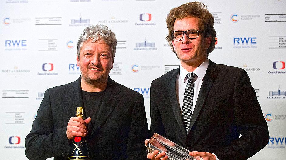 Cenu za nejlepší film převzali producenti Miloš Lochman (vlevo) a Jan Macola za film Cesta ven.