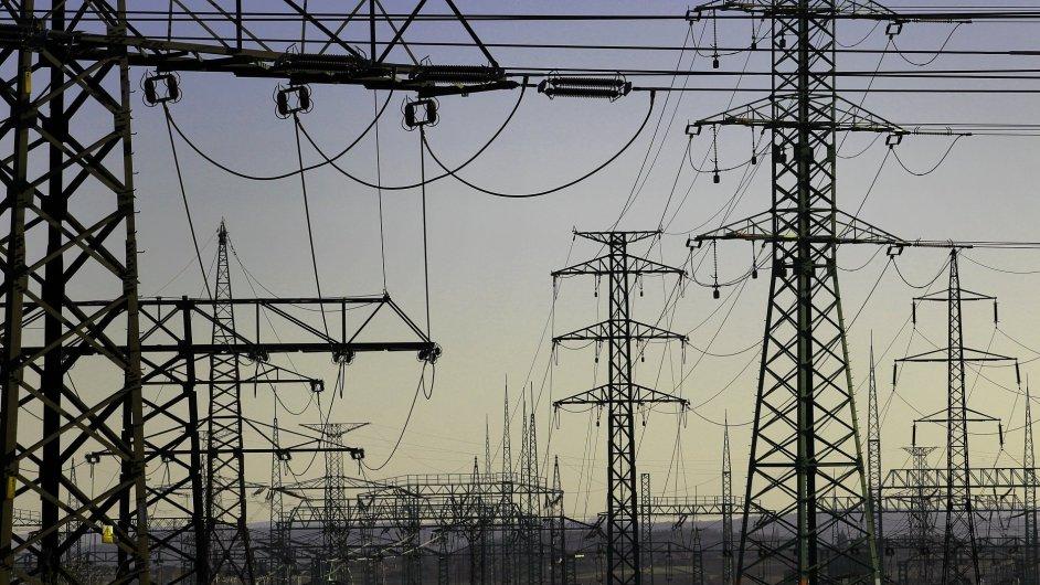 Za pokles cen elektřiny může hlavně propad emisních povolenek a částečně i levné uhlí.