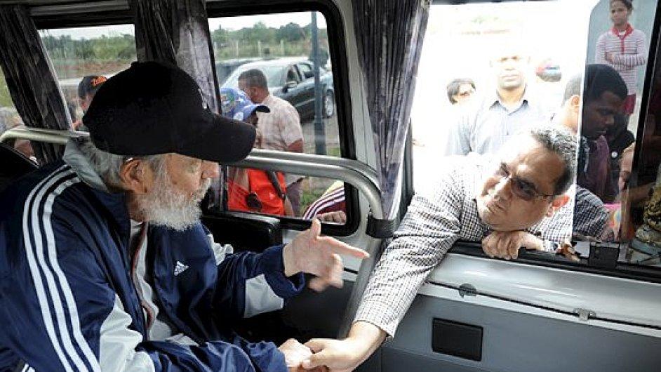 Fidel Castro se po více než roce objevil na veřejnosti.
