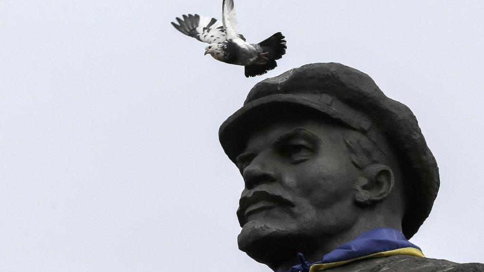 Ukrajinský parlament rozhodl o vypořádání s komunistickou minulostí. Pryč budou muset i sochy vůdců.