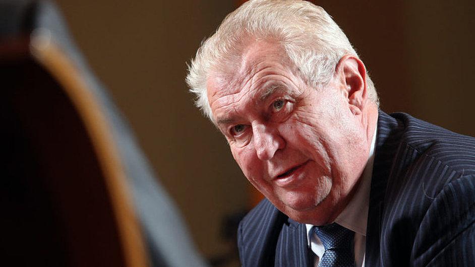 Fischer: Zeman si opět vychutnává neschopnost politiků