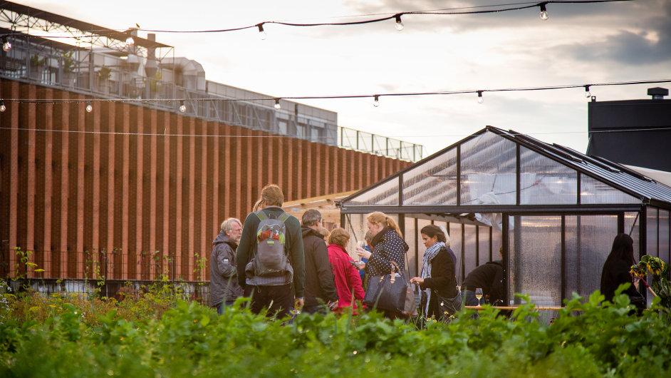 Na střeše kodaňského domu vyrostla farma s restaurací.