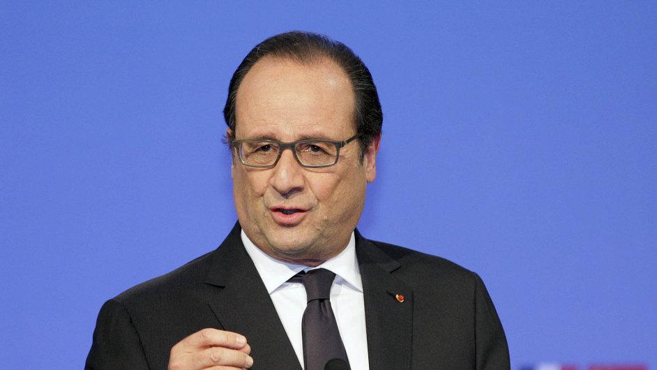 François Hollande slíbil pokles nezaměstnanosti ve Francii, ale ta vzrostla nad 10 procent, to je nejvíce v historii.