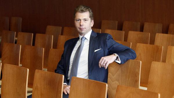 George Holst, ��f retailu JPMorgan pro Evropu, St�edn� v�chod a�Afriku.