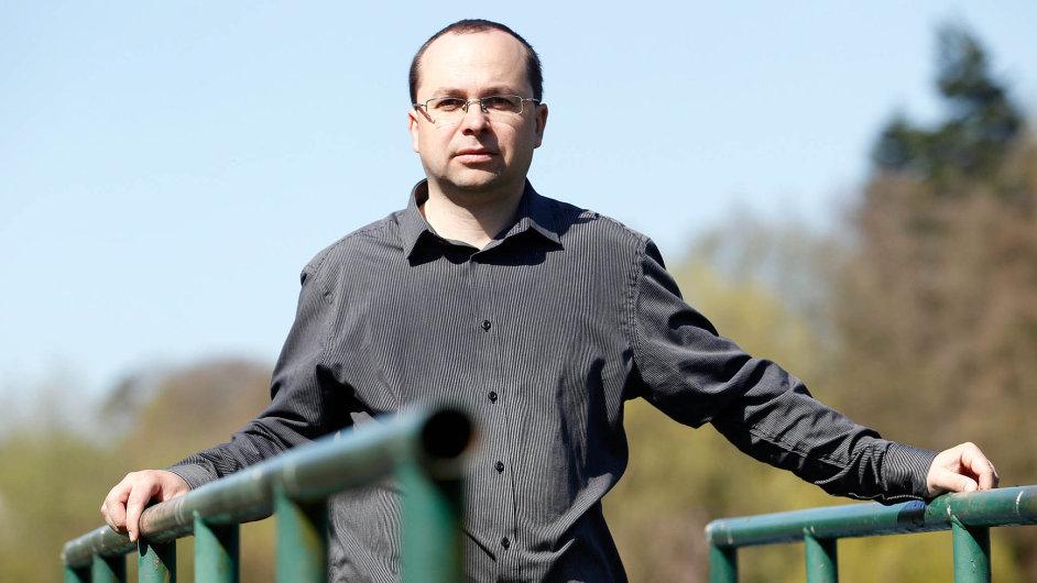 Marek Škvor je exportním manažerem firmy Velteko, která vyrábí high-tech balicí stroje a linky.