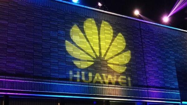 Huawei loni zvýšil tržby o 42 procent.
