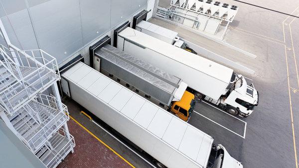 Počet případů zcizeného nákladu falešnými dopravci v Česku klesá a přesouvá se do zahraničí.