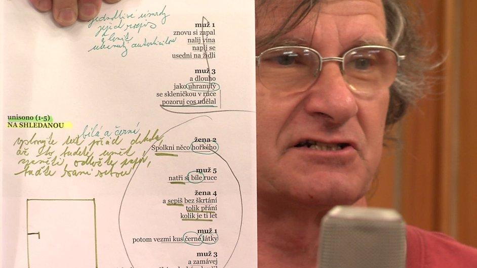 Snímek z projektu Romana Štětiny a Miroslava Buriánka nazvaného Návod k použití Jiřího Koláře.