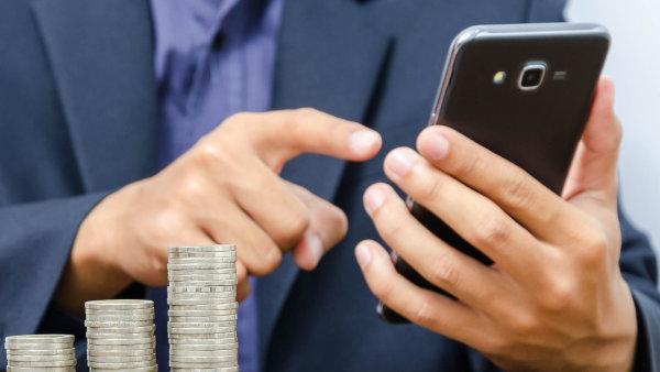 Internetové bankovnictví čeká revoluce. Banky budou muset do svých rozhraní pustit start-upy