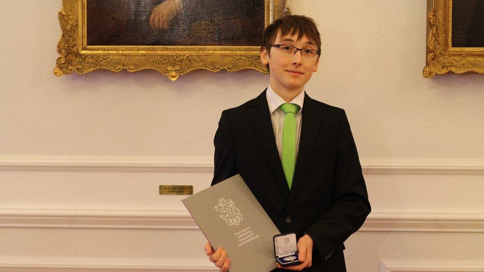Dvacetiletý Tomáš Heger, který získal už několik ocenění za svůj výzkum účinků extraktu z levandule proti rakovině či srdeční arytmii.