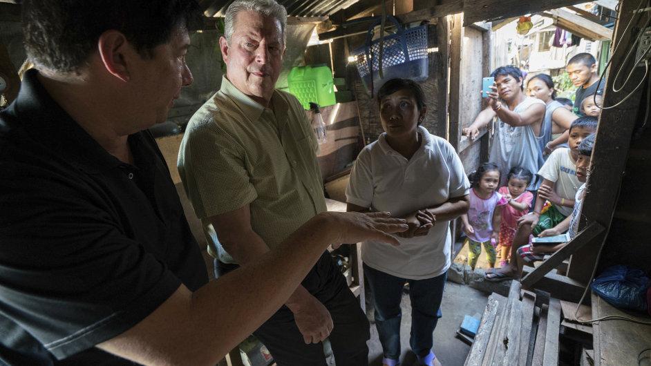 Na snímku z nového dokumentárního filmu An Inconvenient Sequel je Al Gore (vlevo), bývalý americký viceprezident z let 1993 až 2001.