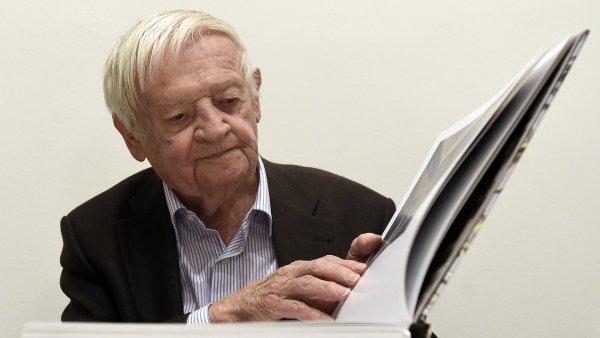 Karel Malich je na archivním snímku z října 2015.