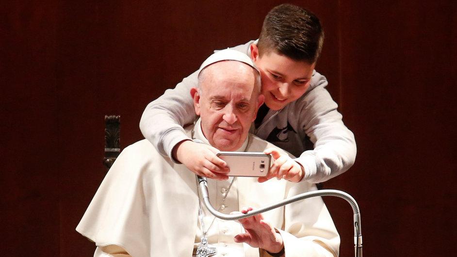 Selfie s papežem.
