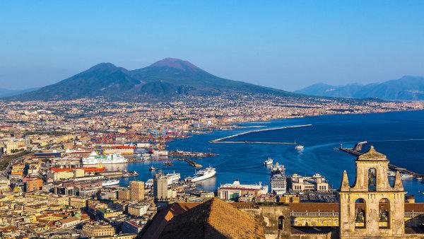 Tetralogie Geniální přítelkyně se odehrává v italské Neapoli.