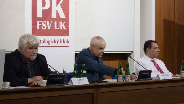 Bývalí premiéři Petr Pithart, Vladimír Špidla a Jiří Paroubek.