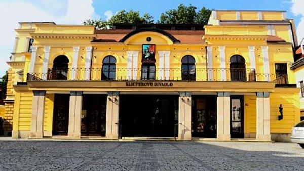 Hlavní scéna Klicperova divadla v ulici Dlouhá má kapacitu sálu 400 míst.