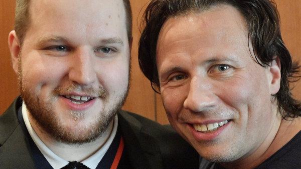 Na snímku ze středeční tiskové konference jsou klavírista Lukáš Vondráček a dirigent Kristjan Järvi.
