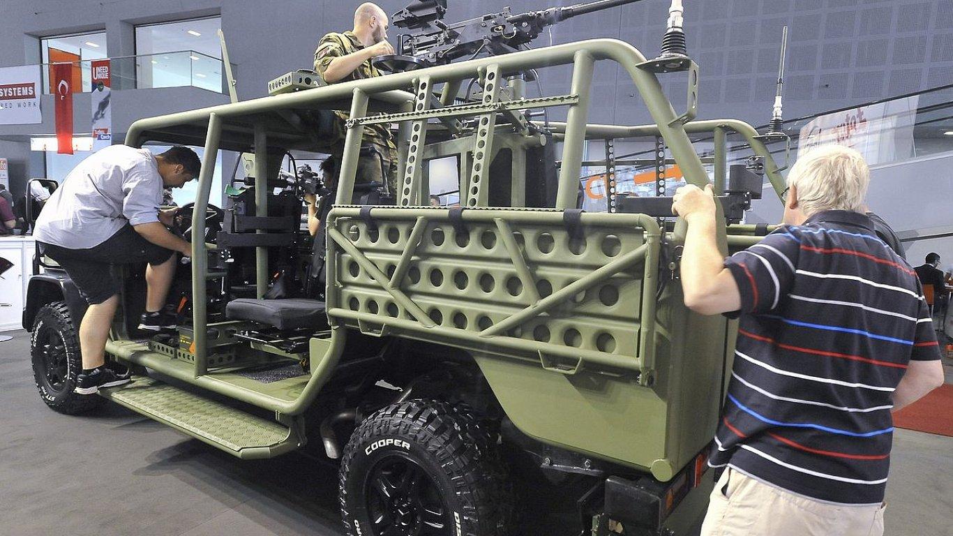 Lehké bojové vozidlo Zetor Fox je na veletrhu IDET středem zájmu návštěvníků.