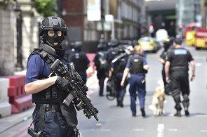 Britové jsou hrdí na své policisty, teroristy zneškodnili za pár minut