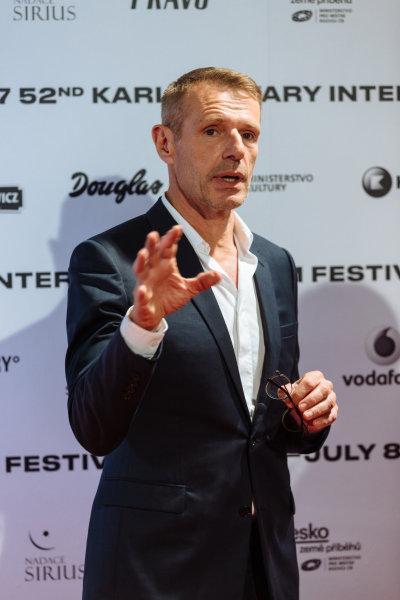 Film Korporace na festivalu představil herec Lambert Wilson.