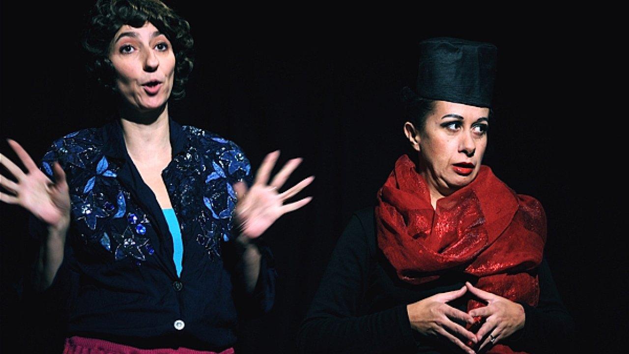 Improvizace Simony Babčákové s Ester Kočičkovou v divadle NO A!