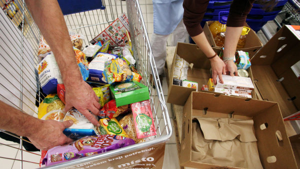 Tesco vybralo 2,8 milionu korun na potravinové banky.