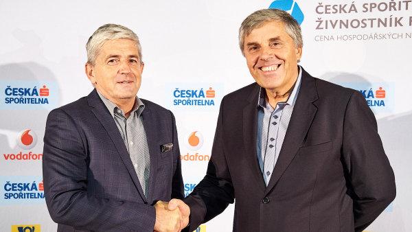 Vítěz zlínského kola Firmy roku Petr Gabriel ze společnosti Ray Service spolu s živnostníkem roku Zlínského kraje Josefem Fryzelkou