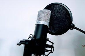 Trust Emita: Mikrofon pro začínající youtubery a zpěváky má luxusní výbavu a příjemnou cenu