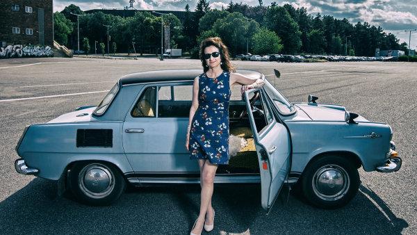 Dražba embéčka bývalé britské velvyslankyně v Česku Jan Thompsonové se dostala na shortlist České ceny za PR.