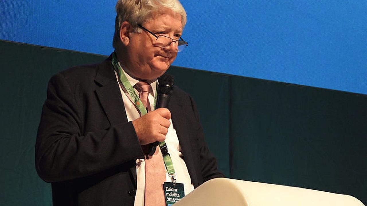Zkušený veterán elektromobility Senan McGrath mluví o trendech v rozvoji trhu s elektrovozy.