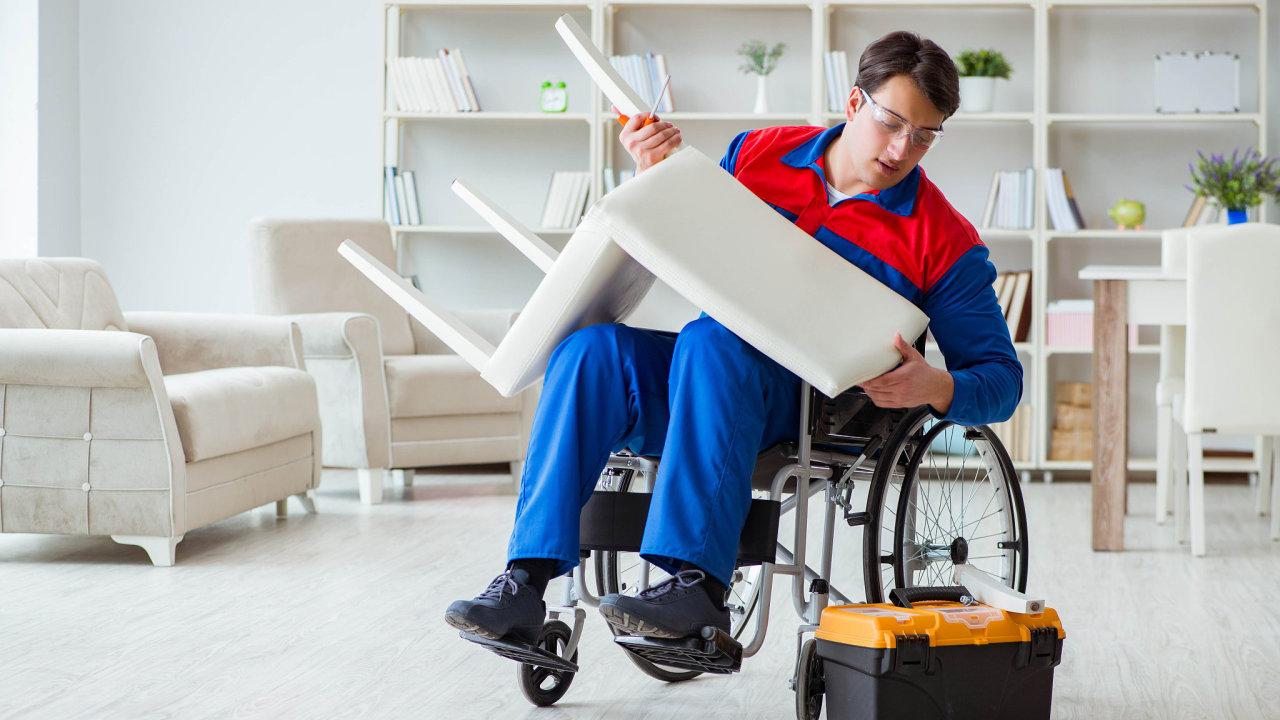 Firmy, které zaměstnávají znevýhodněné lidi, například zdravotně postižené, mají mít větší šanci na podporu od státu - Ilustrační foto.