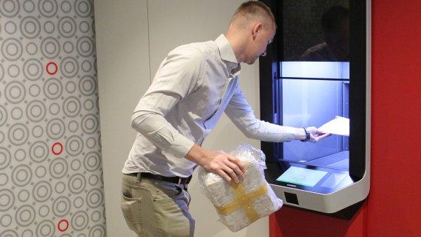 Rychlost ukládání zásilek dovnitř zařízení je další výhodou Z-bota oproti tradičním balíkomatům.