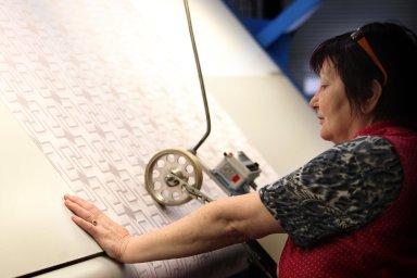 Veba Broumov patří k největším českým textilkám. Stěžejním produktem Veby je takzvaný africký brokát pro africké trhy.