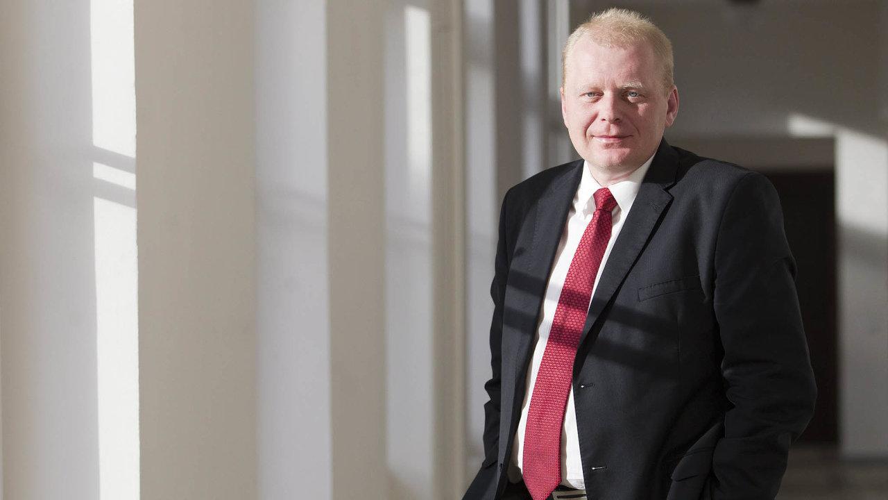 Hamáček získá jmenováním svého poradce Petra Zatloukala do čela dozorčí rady větší kontrolu nad chodem České pošty.