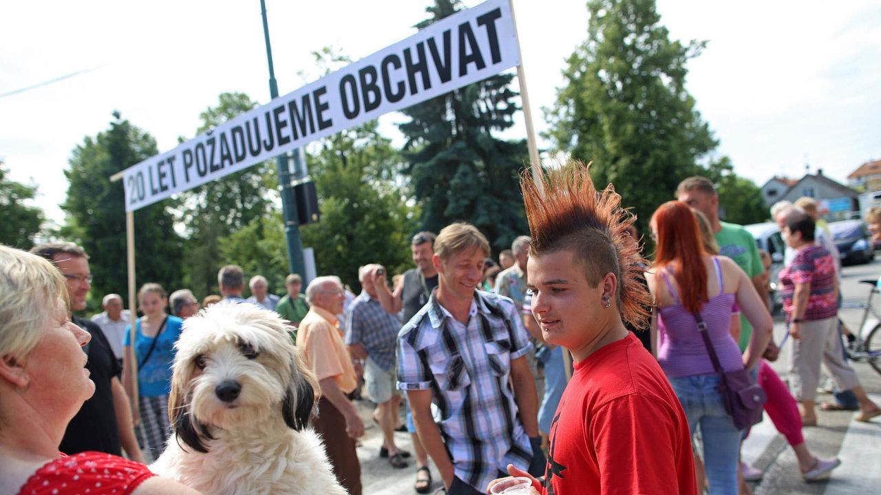 Zasilnici se idemonstruje. Obyvatelé Olbramovic už nejednou dali najevo, že obchvat obce je nutný, mimo jiné pro bezpečnost dětí.