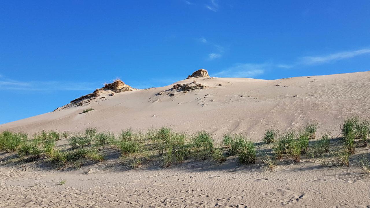 Kurská kosa sesvými písečnými dunami nabízí ojedinělý zážitek. Litevci ji sice turisticky využívají, ale zároveň se tuto unikátní přírodní památku snaží udržet pro další generace.