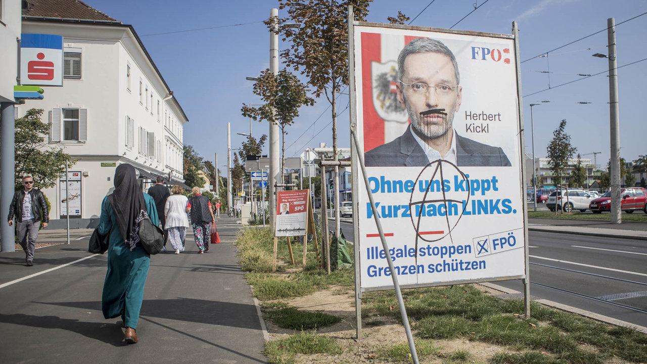 Krajně pravicoví svobodní způsobili pád předchozí rakouské vlády skandálem Ibiza, který potvrdil, že jejich vazba na putinovské Rusko je víc než jen silná sympatie.