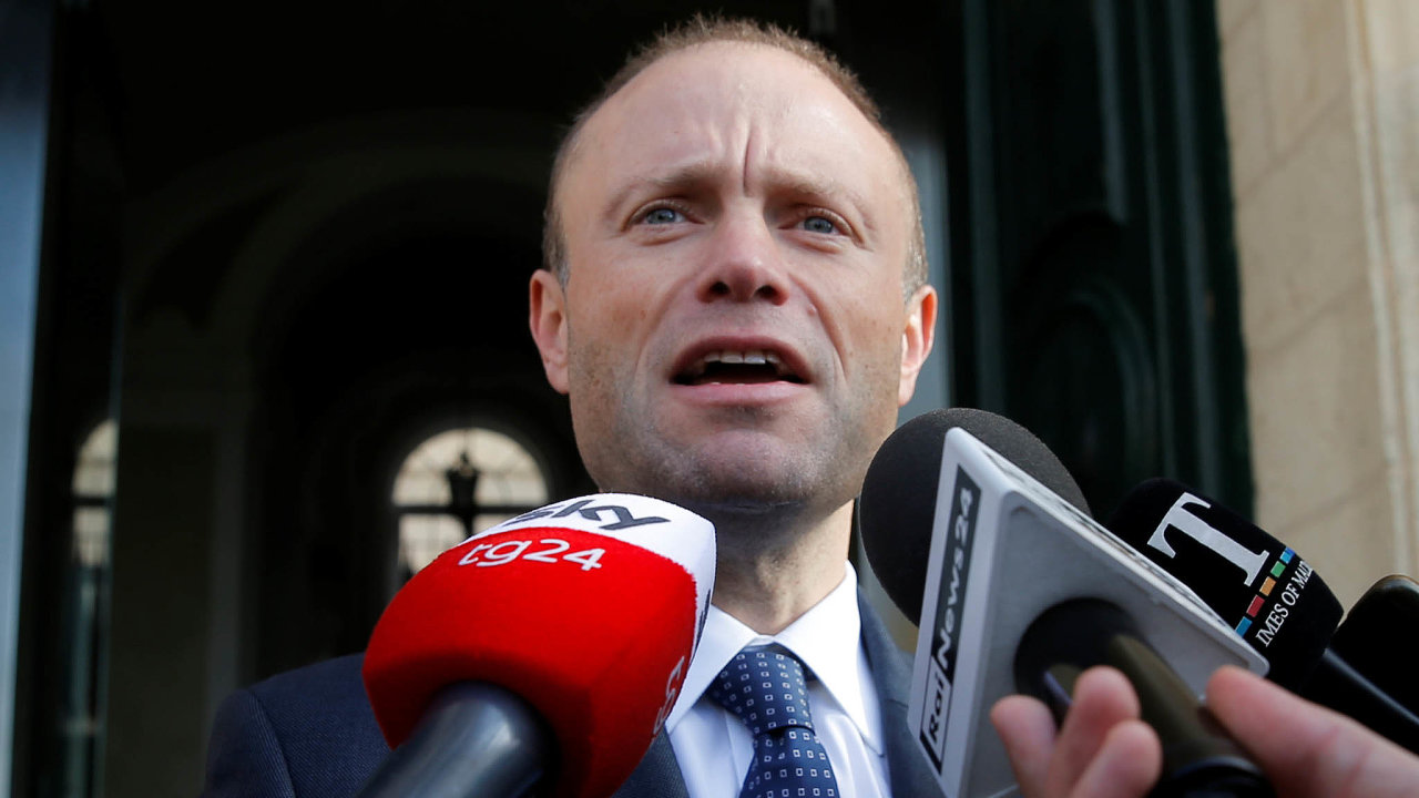 Maltský premiér Joseph Muscat oznámil, že kvůli skandálu kolem vraždy investigativní novinářky Daphne Galiziové podá rezignaci. Zfunkce ale hodlá odejít až někdy vpolovině ledna.