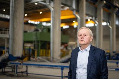 Šéf podniku Miroslav Jelínek nastoupil doStrojmetalu povysoké škole apracuje zde už téměř 50 let.