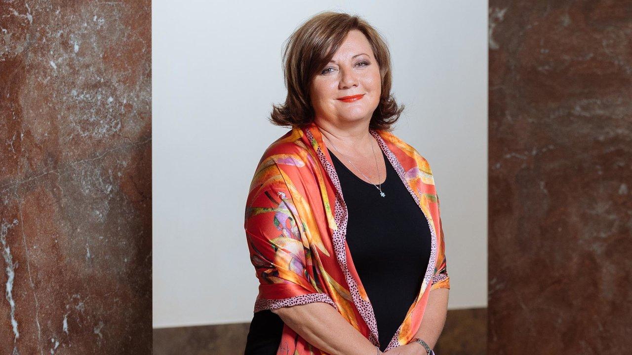 Ministryně financí Alena Schillerová zrušila desítky let dlouhou tradici bohatě komentovaných zpráv očeské ekonomice.