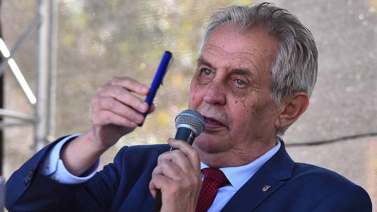 Incident se stal 8. listopadu 2017 na náměstí v Lipníku nad Bečvou, kam Zeman zamířil v rámci návštěvy Olomouckého kraje.
