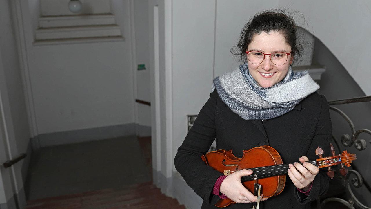 """Na housle hraje """"máma"""" orchestru Petra Soukupová od tří let."""