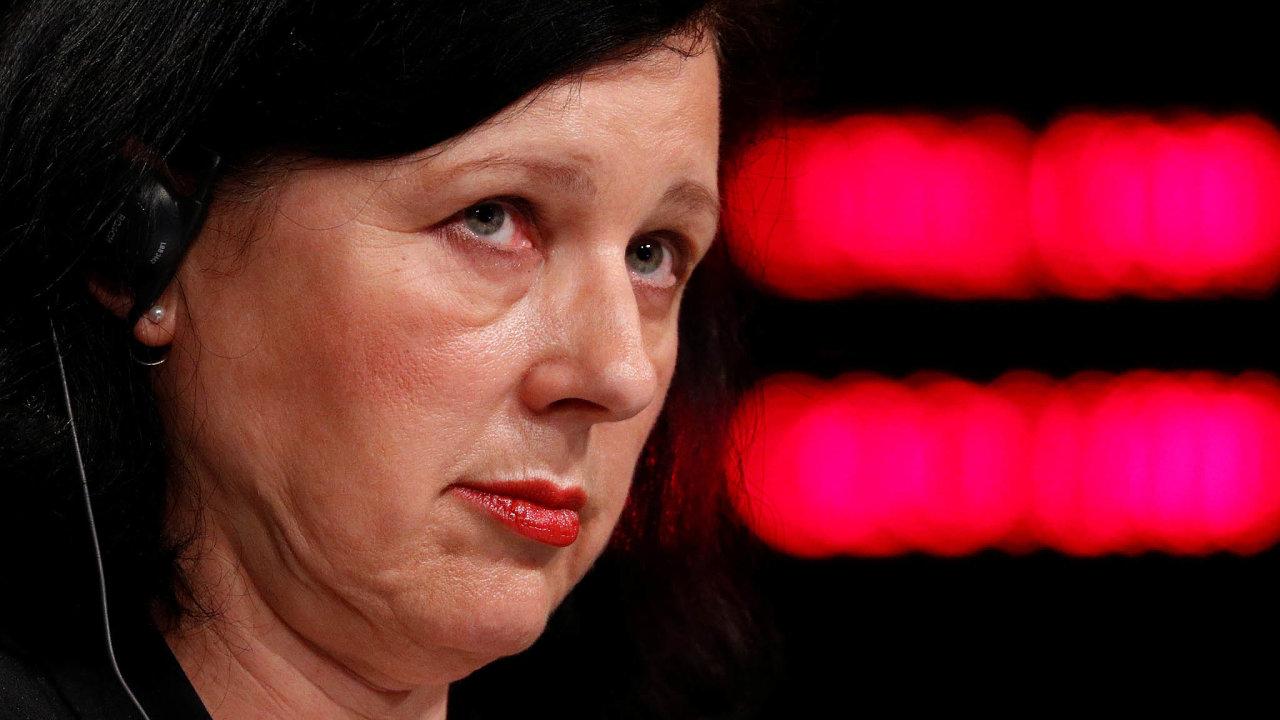Eurokomisařka Věra Jurová na tiskové konferenci v Bruselu oznámila, že Brusel zahajuje řízení s Polskem kvůli stavu tamní justice.