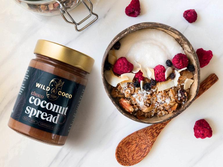 Wild & Coco vedle kokosové vody, octa, smetany navaření, mouky, oleje, mléka, jerky či kokosového másla nabízí iočistné energizující programy.